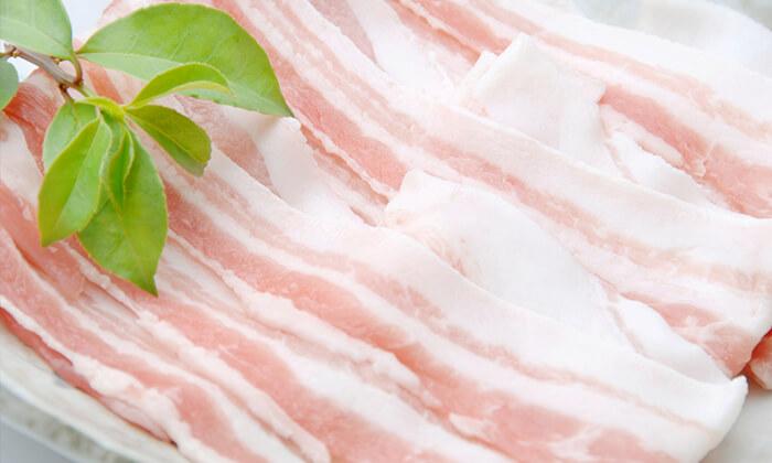 秋田県産豚肉を使用していること